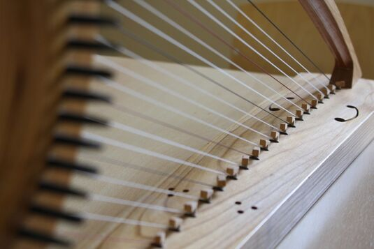 Historisches Harfenspiel